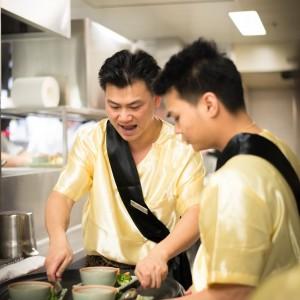 Thailändische Bedienung im Restaurant White Elephant, Zürich